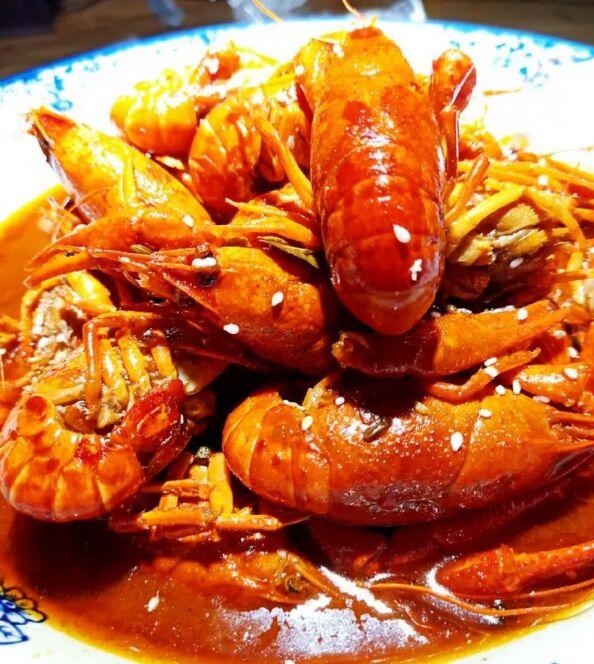 济源最红虾店!来左小虾剥壳嗦汁吮指!爽!